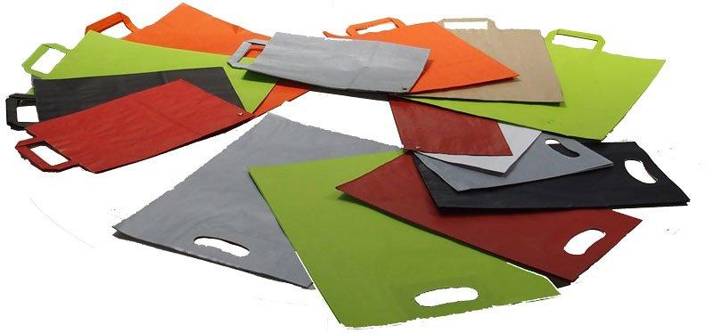 bolsas de papel plegadas de varios colores